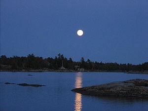 Pointe au Baril, Ontario - A Pointe Au Baril full moon