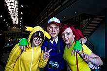 Photo de cosplayeur en Pikachu, Sacha et Ondine.