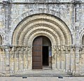 Pons 17 Église portail 2014.jpg