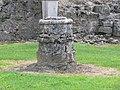 Port-Royal-des-Champs - base de colonne de l'abbatiale.jpg