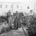 Portret van Father Rafael Morcos Hanna in zijn tuin, Bestanddeelnr 255-6603.jpg