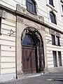 Praha hlavní nádraží, Fantova budova, z Wilsonovy ulice, portál jižního křídla.jpg
