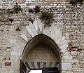 Prato, castello dell'imperatore, portale 08 piattabanda.jpg