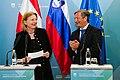 Pressekonferenz Außenministerin Karin Kneissl mit dem slowenischen Außenminister Karl Viktor Erjavec (40213203024).jpg