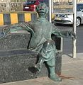 "RK Laxman's ""Common Man"" seated at Worli Sea Face, Mumbai.jpg"