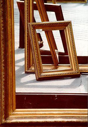 Deutsch: Bilderrahmen aus Holz English: Wooden...