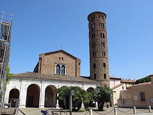 Basilica of Sant'Apollinare Nuovo - Image: Ravenna, sant'apollinare nuovo, ext. 01