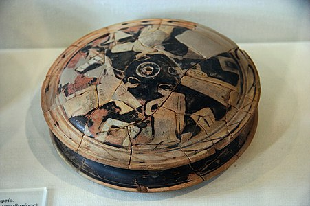 Red-figure pyxis, , AM Eleusis, 081172.jpg