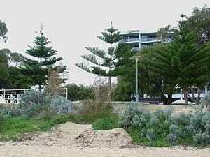 Rockingham, Western Australia - Image: Rocbeach 2825lg