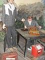 SDC14230 В Музей юмора в г. Козмодемьянск фигуры О. Бендера и одноглазого шахматиста.JPG