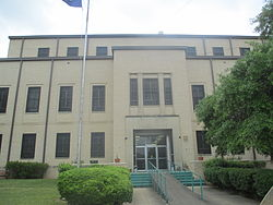 Sabine Parish Courthouse in Many