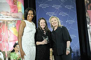 Şafak Pavey - Safak Pavey with Michelle Obama (left) and Hillary Clinton (right) at the 2012 IWOC Award ceremony