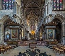 interior de la iglesia gótica