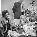 Sammy Davis jr in Nederland, tijdens persconferentie op Schiphol, Sammy Davis , , Bestanddeelnr 916-1965.jpg