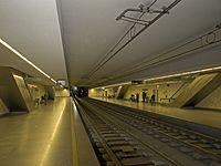Sao Bento metro station platforms.jpg