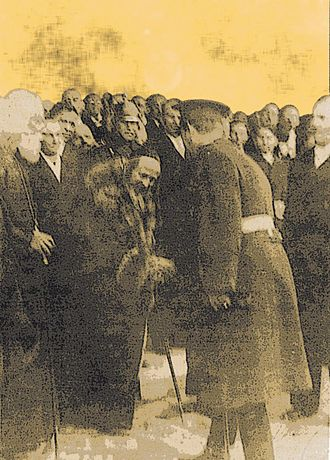 Satmar (Hasidic dynasty) - Joel Teitelbaum bowing before King Carol II of Romania, 1936