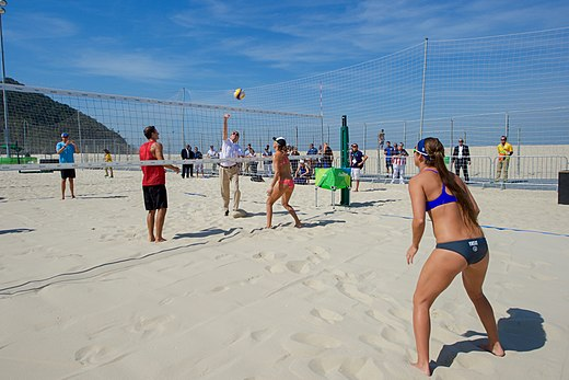 Secretary Kerry Plays with U.S. Women's Beach Volleyball Players (28188383374).jpg