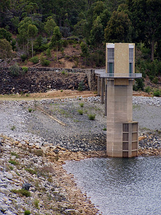 Serpentine Dam (Western Australia) - Dam wall and offtake tower. Water level in picture is 27% of capacity.