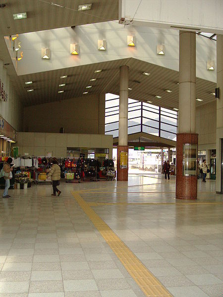 Файл:Shibusawa St Entrance From South.JPG