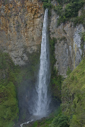 Sipiso-Piso Falls Front View.jpg