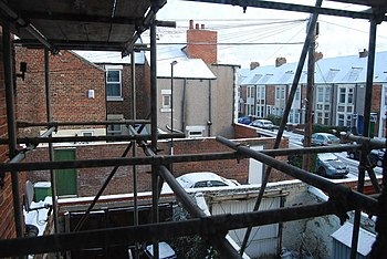 English: Snow and scaffolding, towards Wandswo...