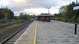 Solihull railway station - The station's remaining island platform and building. The disused island platform is to the left.