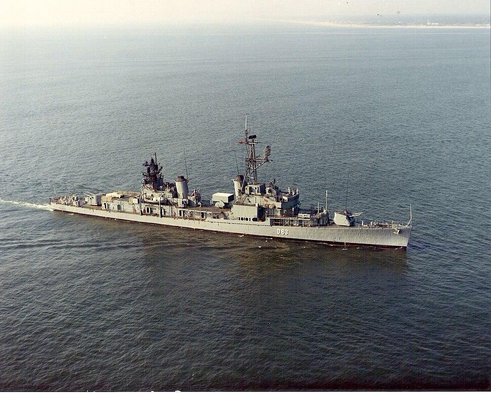 Spanish destroyer Méndez Núñez (D63) underway in Chesapeake Bay, in 1973