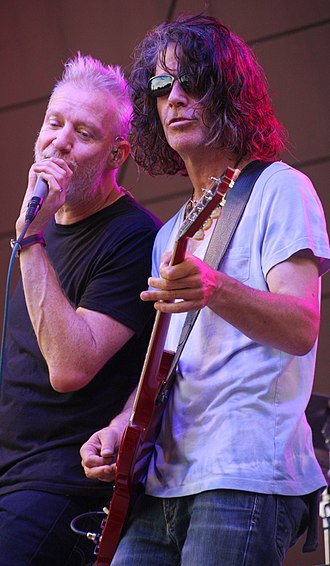 Spin Doctors - Barron singing with Schenkman playing guitar