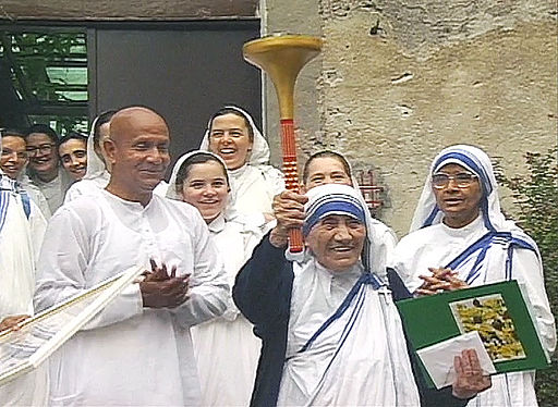 Sri-Chinmoy-and-Mother-Teresa