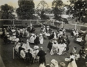 English: Wedding reception in the garden, 1909...