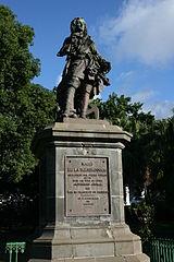 statue de François Mahé de La Bourdonnais