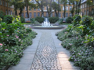 Stiftsgården - Courtyard and back park