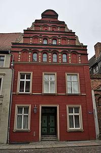Stralsund, Fährstraße 6 a, Ecke Bechermacherstraße (2012-03-11), by Klugschnacker in Wikipedia.jpg