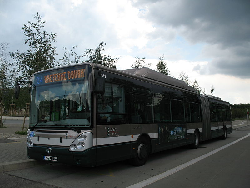Bus Irisbus Citelis 18 sur la ligne 24 à l'arrêt Etoile Bourse du réseau CTS à Strasbourg.