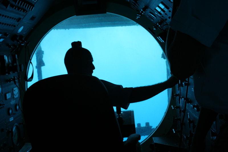 File:Submarine driver.jpg Description English: On the Submarine under Honolulu harbor