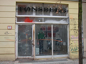 Thor Steinar - Tønsberg store in Berlin Mitte: The façade shows marks from paint bomb attacks and is protected by acrylic glass