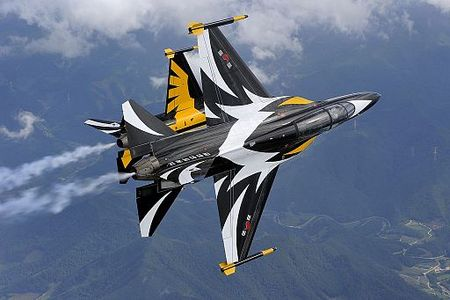 T-50B Blackeagles Demo Flight (12201235635).jpg