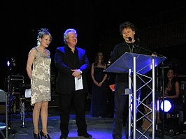Talking Heads (Frantz tweede van links) krijgen de Austin Music Award in 2010