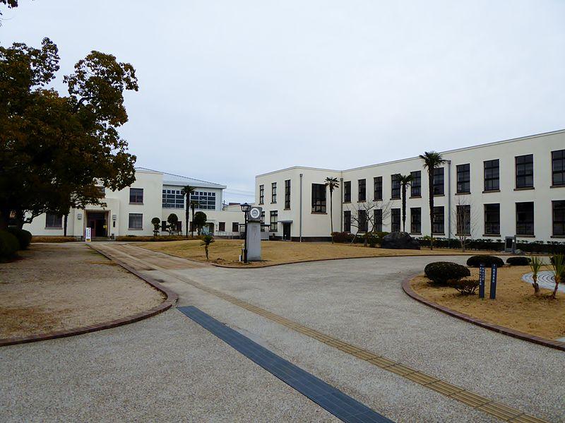 File:The old school building of Toyosato Elementary School.JPG