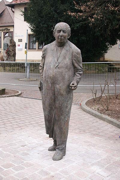File:Theodor Heuss - Statue von Karl-Henning Seemann.jpg