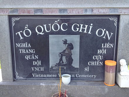 "Stone plaque with photo of the ""Thuong tiec"" (Mourning Soldier) statue, originally, installed at the Republic of Vietnam National Military Cemetery. The original statue was demolished in April 1975. Thuong Tiec.jpg"