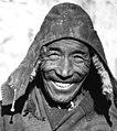 Tibetan man, Bundesarchiv Bild 135-S-07-24-11, Tibetexpedition, Mönch mit Gebetsmühle (cropped).jpg