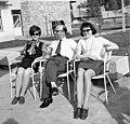 Tihany 1970, Kenderföld utca 37., két nő és egy férfi. Fortepan 97813.jpg