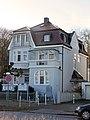 Travemünde Am Kurgarten 1 Strassenfront 01.jpg