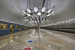 Troparyovo MosMetro station 02-2015 platform.jpg