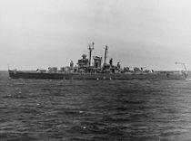 USS Fargo (CL-106) underway at sea on 8 May 1946 (NH 98918).jpg