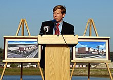 US Navy 070413-N-8102J-012 Jacksonville Mayor John Peyton addresses invited guest at the groundbreaking ceremony for the state-of-the art facility that will provide space for five P-3C Orion squadrons.jpg