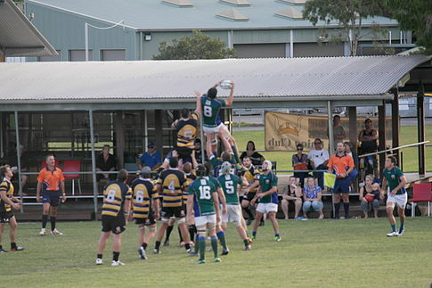 Uni steal a line out vs. Caloundra April 26, 2014.JPG