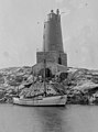 Unidentified lighthouse on the coast of Norway (5664266676) (cropped).jpg
