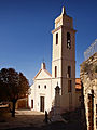 Urtaca-église de l'Annonciation et monument.jpg